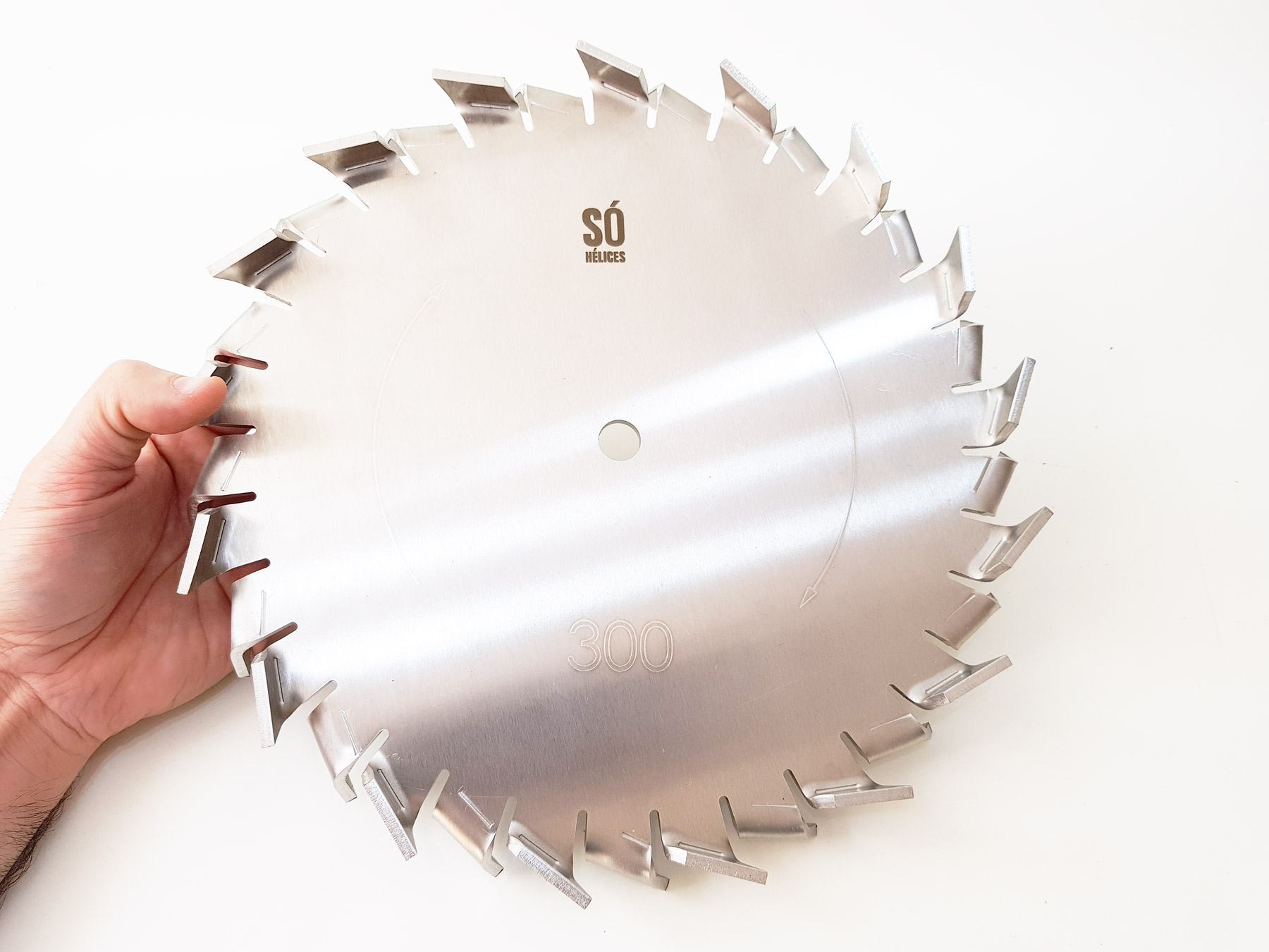 Disco dispersor com tecnologia híbrida para misturar