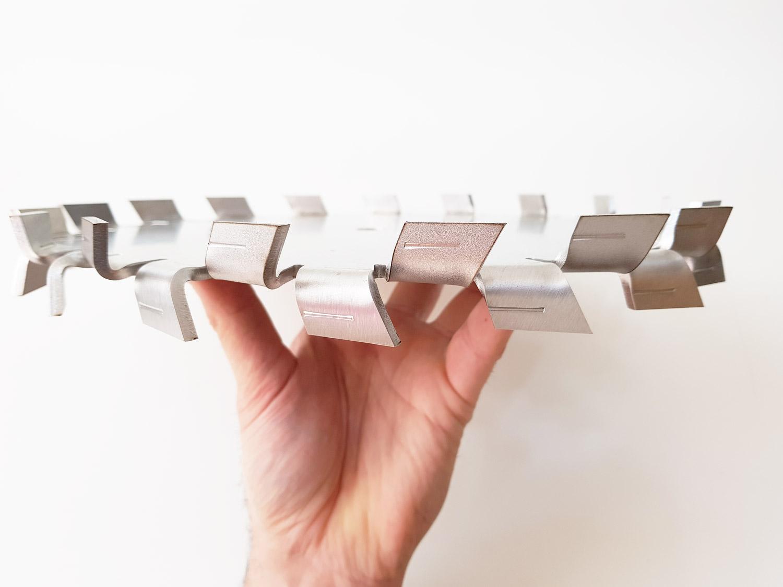 Disco dispersor híbrido com dentes simétricos.